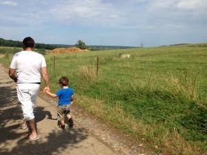 Stephane og hans ældste søn på landet i Frankrig